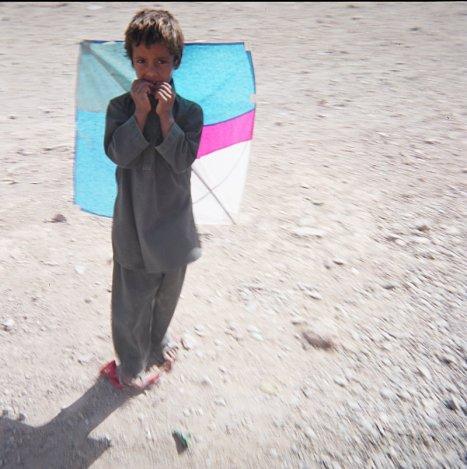 Afgański chłopiec z latawcem