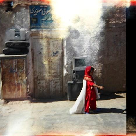 Ulica w Heracie, młoda Afganka