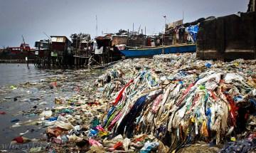 Śmieci w filipińskich slumsach
