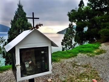 Przydrożna kapliczka w Grecji