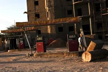 Hargejsa, stacja benzynowa. Podróż do Somalii