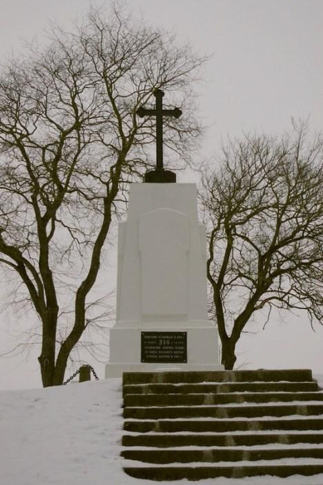 Pomnik na pamiątkę obrony przed wojskami Batorego. (Fot. Leszek Szałapak)