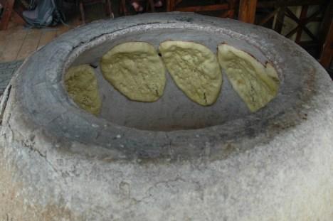 Tak pieką tutaj chleb. (Fot. Ania Dąbrowska)
