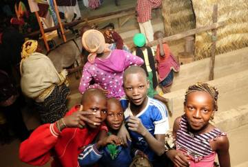 Dzieci spotkane w trakcie podróży przez Czad