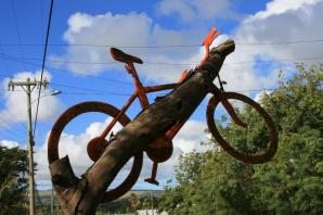 Na Wyspie Wielkanocnej jest wiele wypożyczalni rowerów. (Fot. Marta i Łukasz. Świat z bliska)