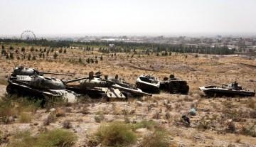 Cmentarzysko czołgów na pustyni w Afganistanie