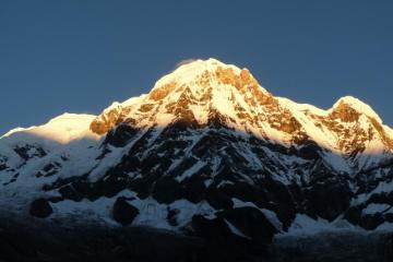 Himalaje. Widok na Annapurnę o wschodzie słońca