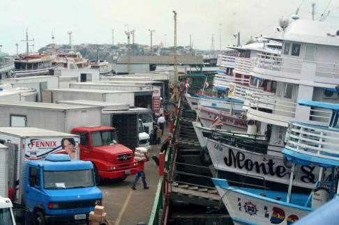 Port w Manaus. Brazylia