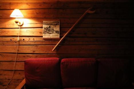 Wnętrze rybackiej chaty w Norwegii