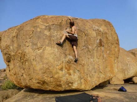 Indie, Hampi, climbing