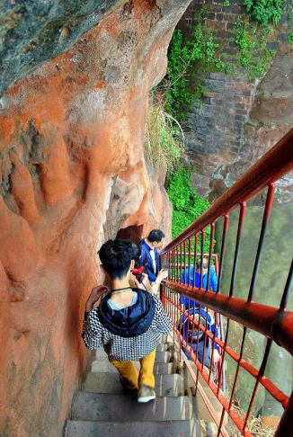 Turystyczne Chiny - Budda w Leshan