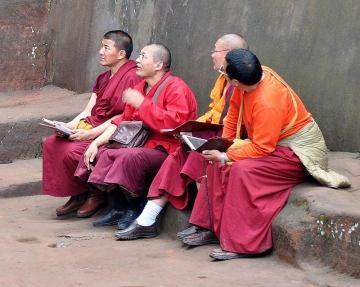 Buddyjscy mnisi z chińskiego Leshan
