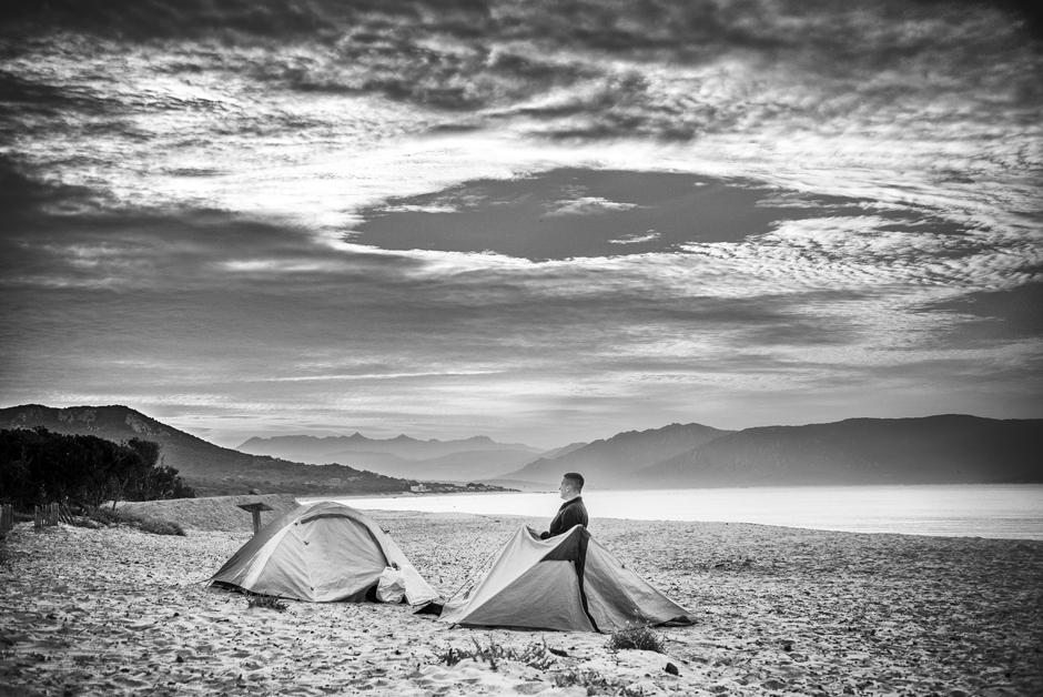 Nocleg w namiotach w trakcie podróży na Korsykę. (Fot. Jakub Rybicki)