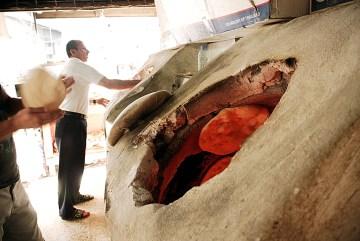 Kurdyjski chlebek naan - zdjeęcia z iraku