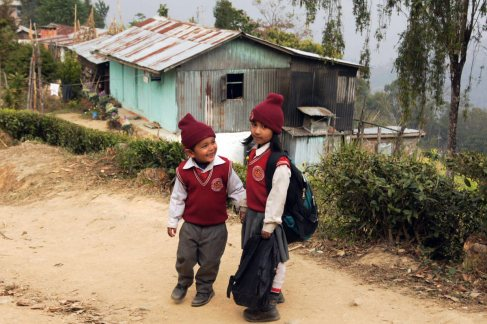 Dzieciaki z AArubote w Nepalu