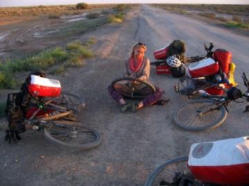 Łatanie gumy rowerowej w Iranie