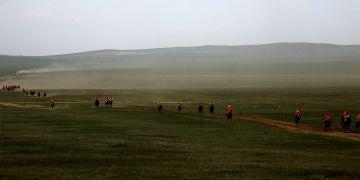 Mongolia - wyścigi konne w stepie