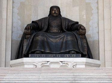 Czyngis-Chan - pomnik w Ułan Bator