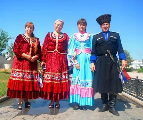 Mieszkańcy Groznego w odświętnych strojach - zdjęcia z Czeczenii