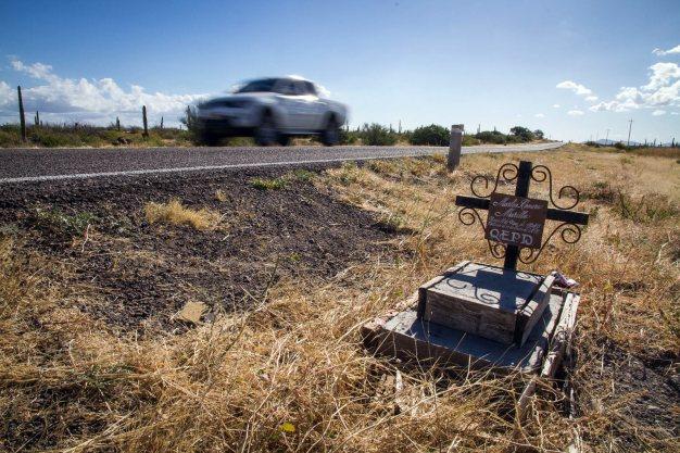 Zdjęcia z Meksyku - przydrożny krzyż, miejsce wypadku