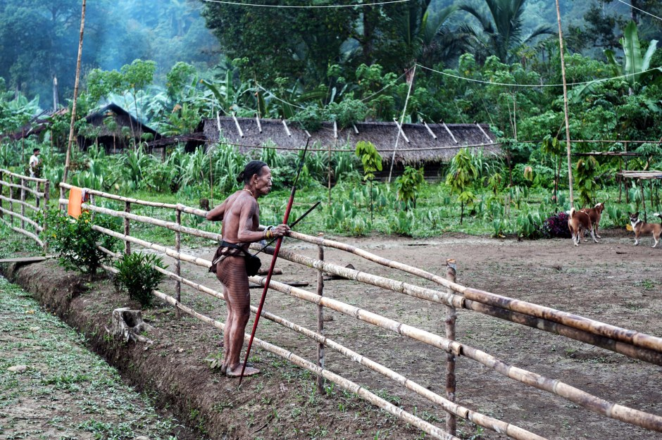Indonezja, Siberut, przedstawiciel Mentawajów
