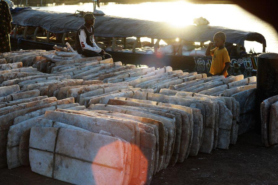 Mali, sól z kopalni soli Taoudenni - foto