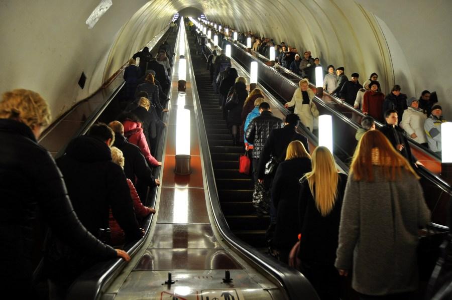 Pasażerowwie moskiewskiego metra - zdjęcia