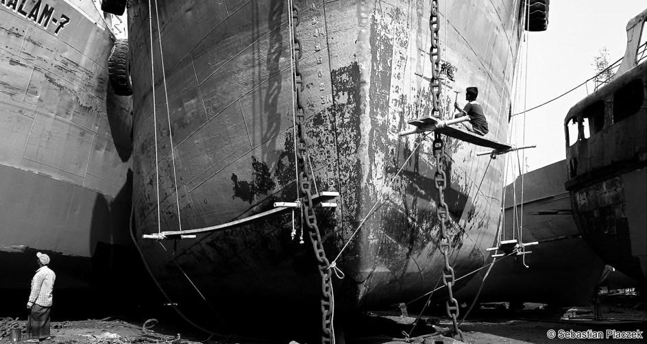 Prace w stoczni w Dhace, zdjęcia z Bangladeszu