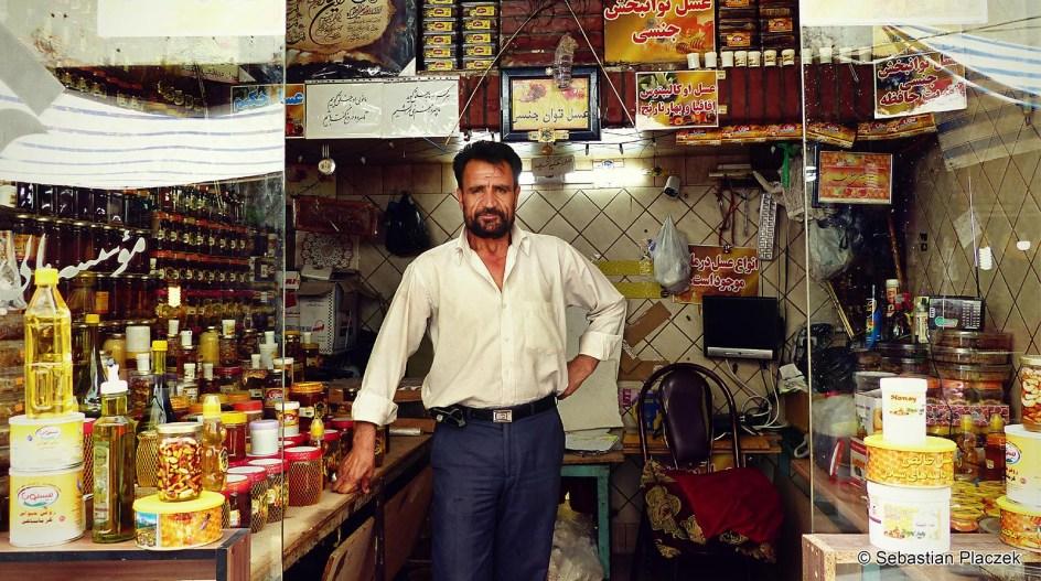 Iran, Kom, handlarz z bazaru, zdjęcia z Iranu