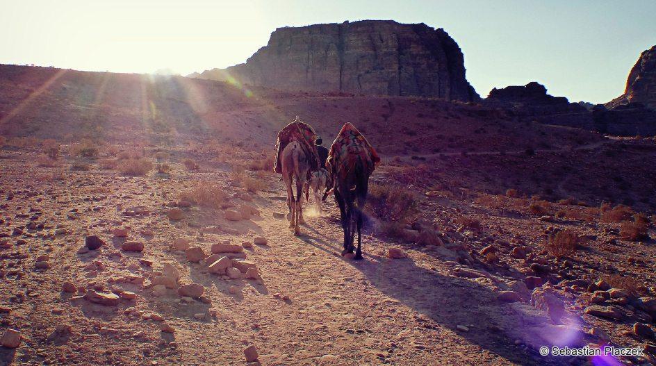 Jordania, zachód słońca w Petrze, foto