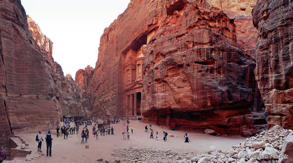 Jordania, Petra, starożytna perła Bliskiego Wschodu licznie odwiedzana przez turystów