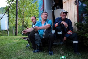 Ukraina, robotnicy pracujący na Zakarpaciu przy wydobyciu gazu
