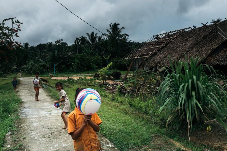 Indonezja, Sumatra, życie w wiosce Mentawajów, zdjęcia z podróży