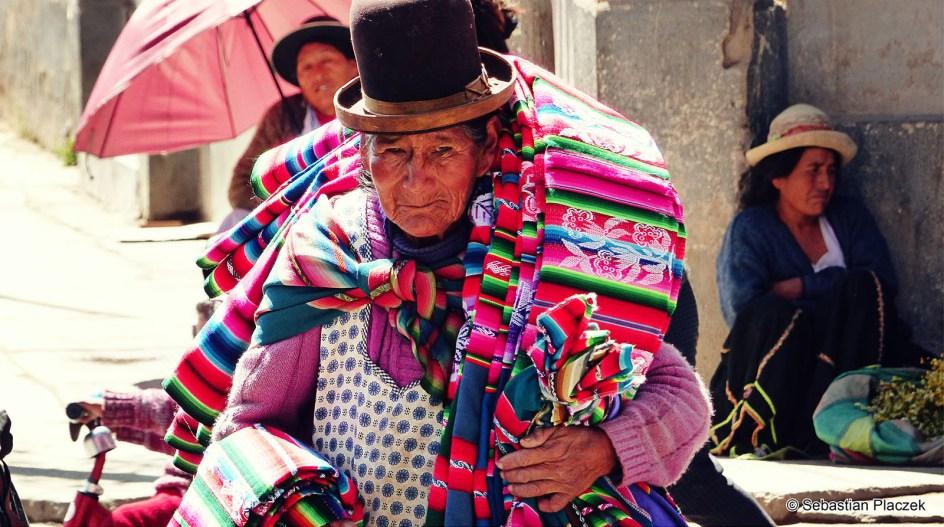 Boliwia, Oruro. Indianka, tradycyjny kapelusz. foto