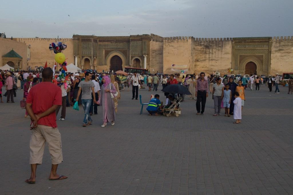 Una tarde en la Plaza el Hedim - Meknès, Marruecos