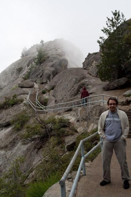 Sendero de subida a Moro Rock, Parque Nacional de las Secuoyas, EE.UU.