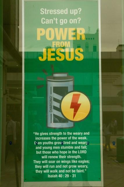 """Cartel cristiano en Singapur: """"Energía de Jesús"""""""