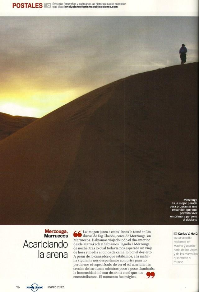 Foto del amanecer en las dunas de Erg Chebbi, Marruecos, tomada por el perro viajante y publicada en el segmento Postales de la revista Lonely Planet España
