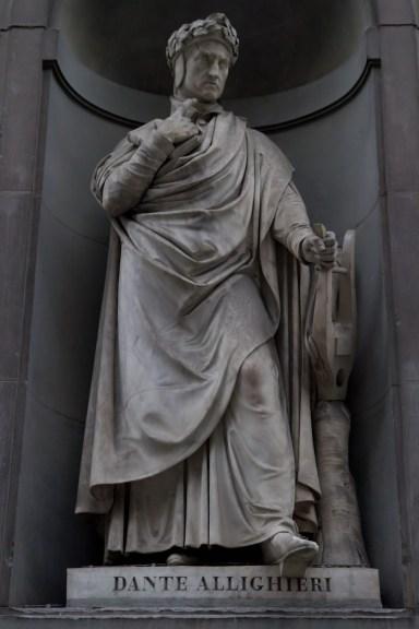 Estatua de Dante en la Galería de los Oficios