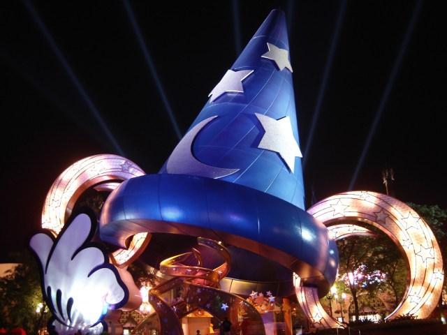 El sombrero de mago en el parque Disney's Hollywood Studios, Orlando, Florida, EE.UU.