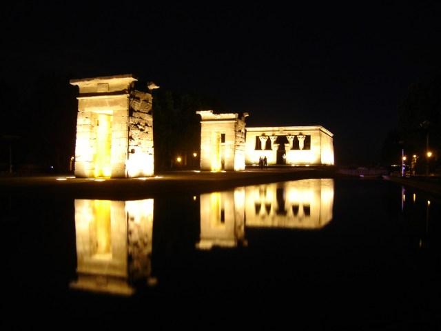 Foto del Templo de Debod sobreexpuesta