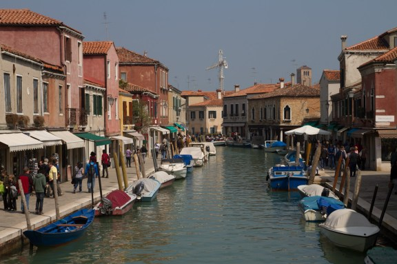 Vista del canal principal de Murano, Italia