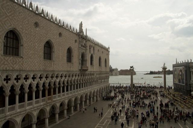 El Palacio Ducal visto desde la terraza de la Basílica de San Marcos, Venecia, Italia