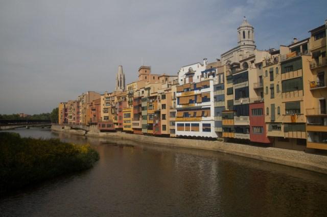 El río Oñar, a su paso por el pintoresco centro de Gerona