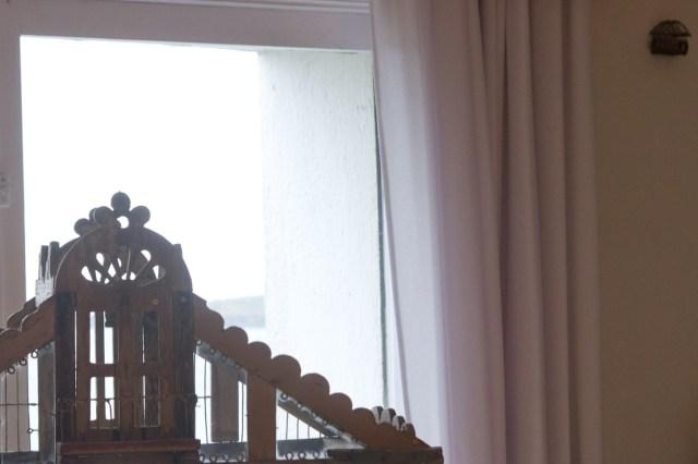 Una jaula para pájaros y una para grillos en la casa de Dalí en Portlligat, Cadaqués