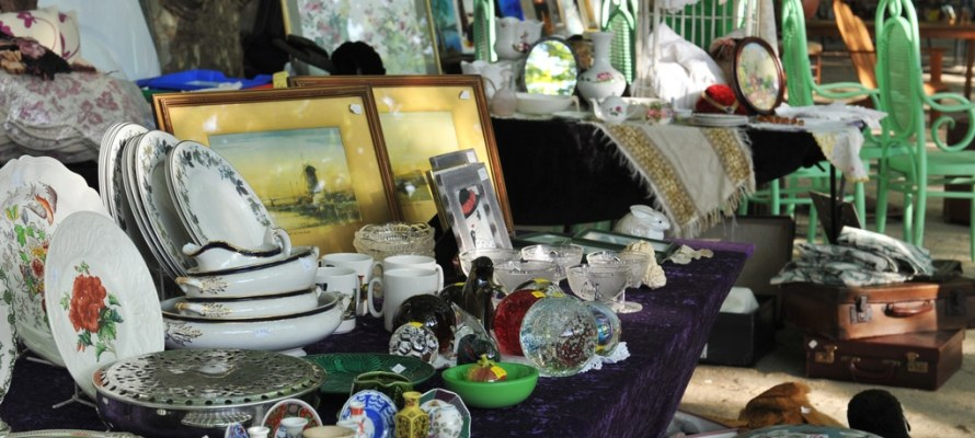 Ancient and obsolete objects in Flea market