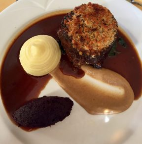 Medallion of slow cooked blade beef, topped with a cheese and onion crust, red wine jus and smoked sautee mushrooms