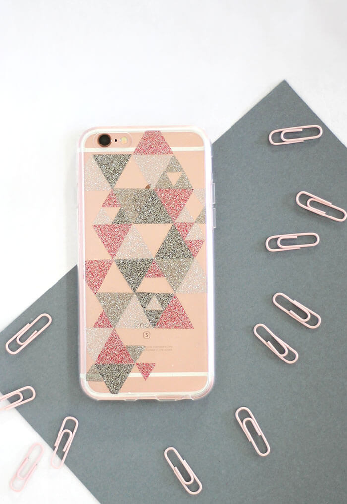 DIY transparent glitter phone case - easily add some glitter flair to a clear phone case