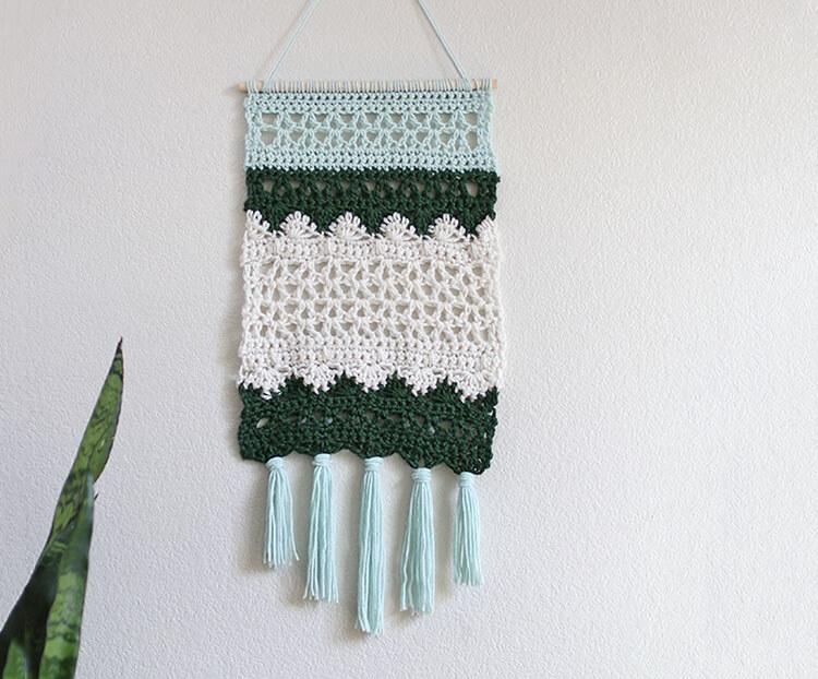 free pattern crochet wall hanging