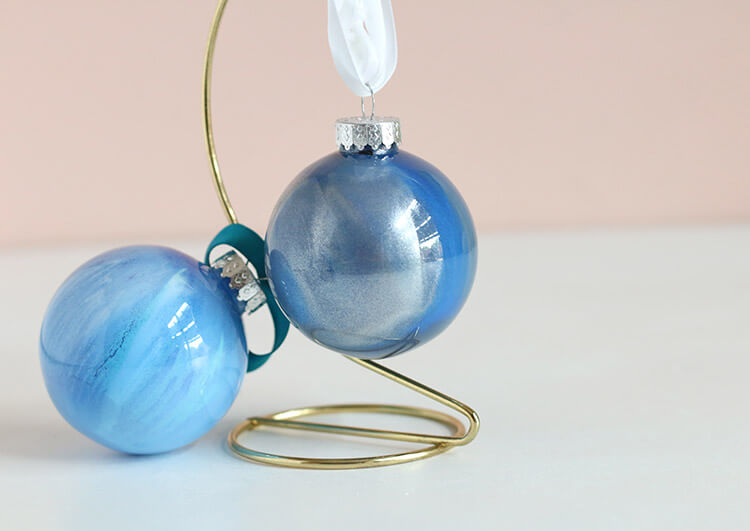 DIY marbled paint filled ornaments - this project is simple and a lot of fun - perfect for customizing ornaments for your tree